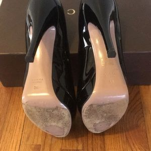 Gucci Shoes - Gucci patent leather pumps